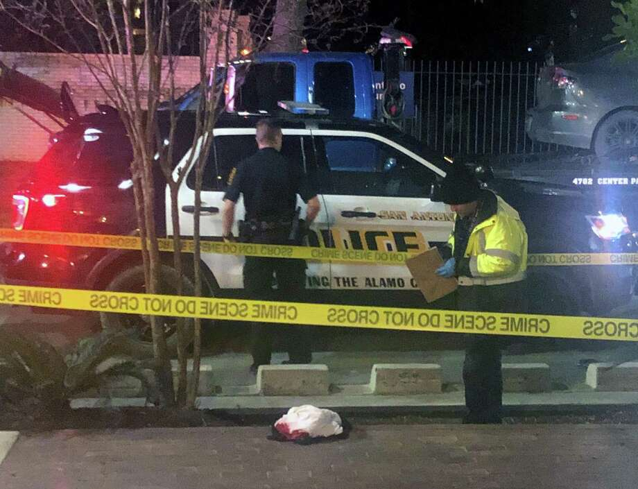Police investigate the scene Sunday night, Jan. 19, 2020 of a shooting at the Ventura San Antonio bar in the 1000 Block of Ave. B not far from VFW Post 76. Two people were killed and five were injured in the shooting that occurred about 8 p.m. Police were looking for the suspect as of 10 p.m. Sunday night. Photo: Krista Torralva /Staff / © 2020 San Antonio Express-News