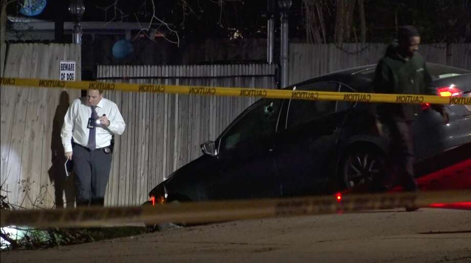 Houston police officers investigate a deadly shooting in the 1200 block of Elberta on Sunday, Jan. 19, 2020. Photo: OnScene.TV