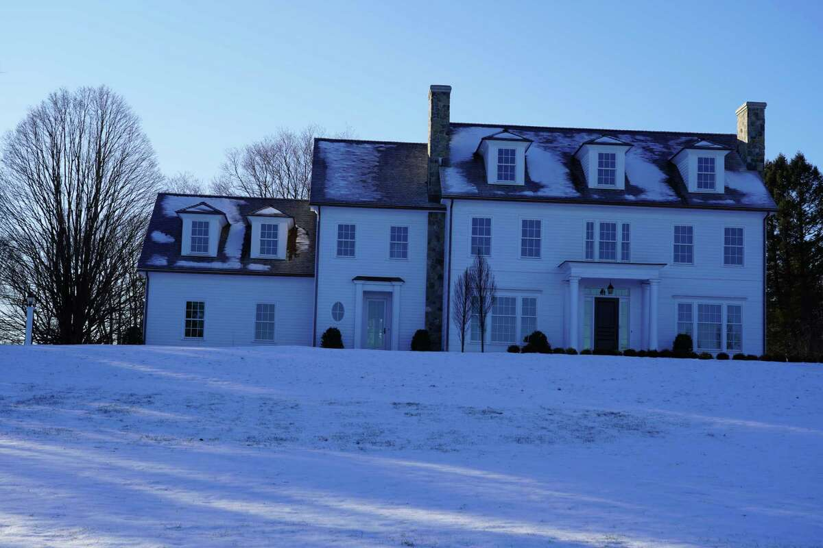 A bank executive says Fotis Dulos is unable to pay for utilities or maintenance at 61 Sturbridge Hill Road in New Canaan that's under foreclosure.