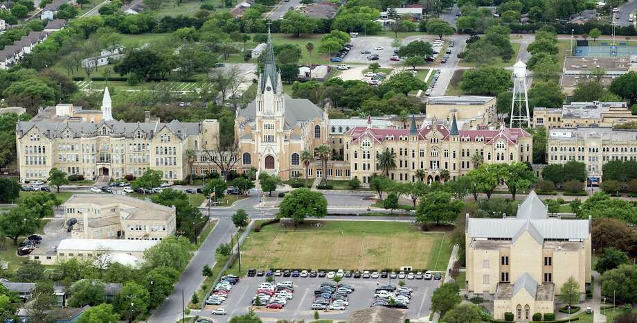 Our Lady of the Lake University, on the city's West Side is seen in a 2019 aerial photo. Photo: William Luther / / ©2019 San Antonio Express-News