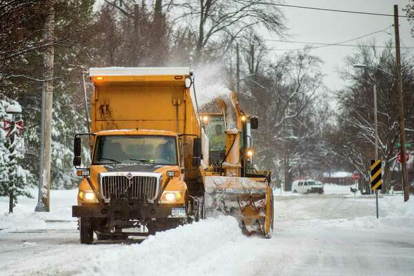 City crews work to remove snow from Townsend Street on Monday, Dec. 12, 2016 in downtown Midland. (Nick King/Daily News file)