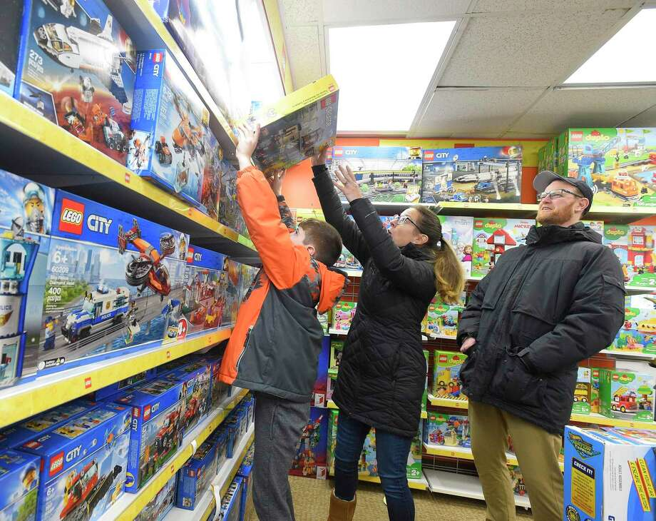 Black Friday 2019 shoppers at Awesome Toys and Gifts in Stamford, Conn. Photo: Matthew Brown / Hearst Connecticut Media / Stamford Advocate