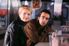 """The blonde version of Gwyneth Paltrow hangs out with John Hannah in the romantic comedy """"Sliding Doors,"""" which has been reissued by Shout! Factory."""