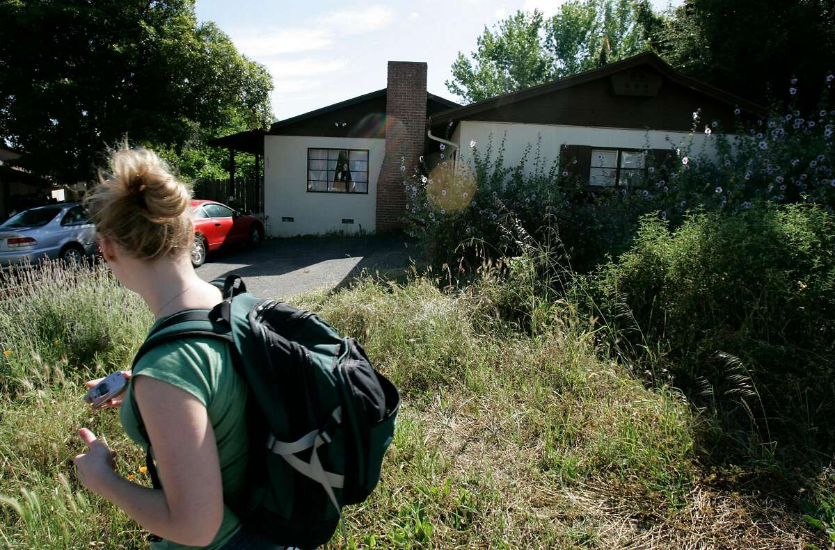Smart_jrs_0171.jpg A woman walks in front of the fraternity hiouse where Kristin was last seen in San Luis Obispo. Story about the college student Kristin Smart who disappeared from Cal Poly in San Luis Obispo. John Storey San Luis Obispo Event on 5/19/05