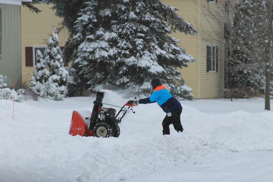 In Manistee, residents dig out following a winter storm that brought heavy snow accumulation to northern Michigan. Photo: Scott Fraley/News Advocate