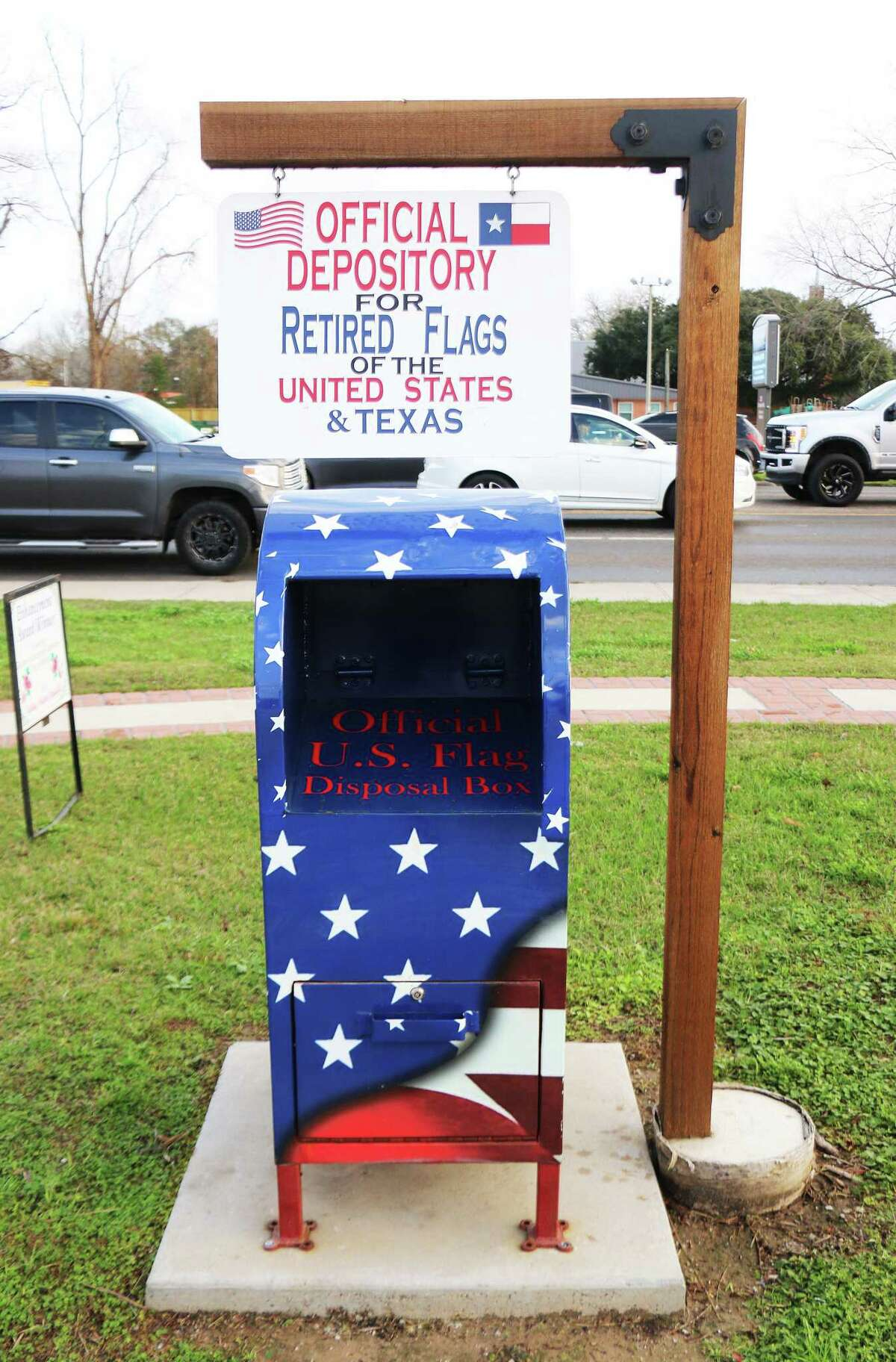 The Crossroads Plaza flag box is a collaborative project between the scout troop, the Dayton Enhancement Committee and the City of Dayton and is located at 111 N. Church St. parking lot.
