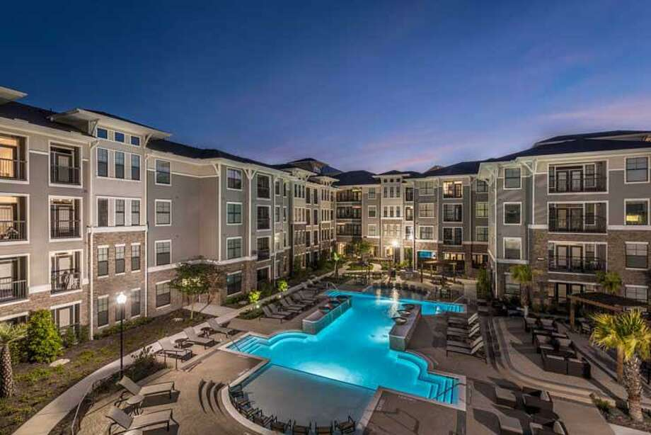 The Beacon at Buffalo Pointe, a 281-unit apartment complex at 10301 Buffalo Speedway, was completed in 2017. Photo: JLL