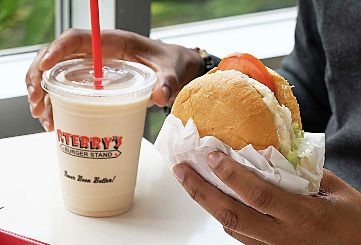 The popular Austin hamburger chain P. Terry's Burger Stand is expanding to San Antonio in fall 2020.