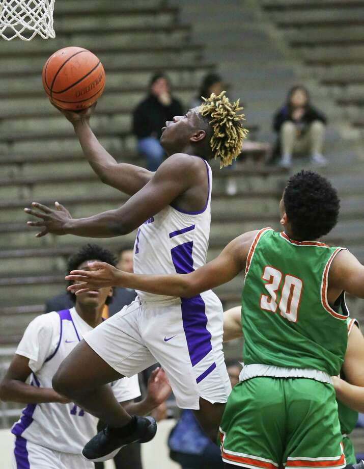Eagle guard Kalvin Nance slips in for a layup as Sam Houston plays Brackenridge in boys basketball at the Alamo Convocation Center on Jan.21, 2020. Photo: Tom Reel, San Antonio Express-News / Staff Photographer / **MANDATORY CREDIT FOR PHOTOG AND  SAN ANTONIO EXPRESS-NEWS/NO SALES/MAGS OUT/TV