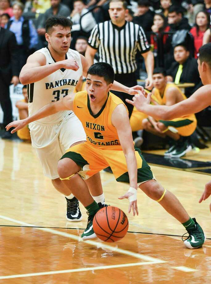 LJ Herrera scored 17 points as Nixon defeated United South Tuesday. Photo: Danny Zaragoza /Laredo Morning Times