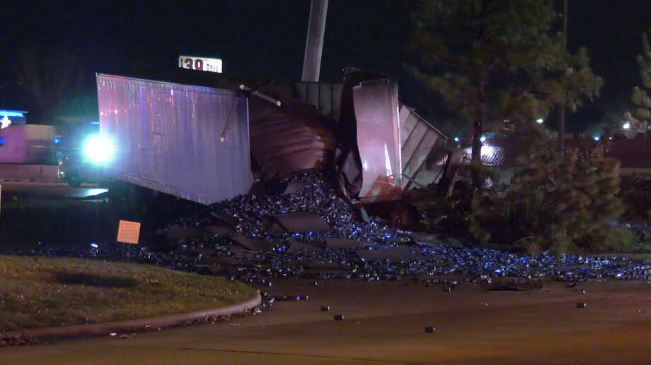 Harris County Sheriff's Office deputies investigate a deadly wreck along the North Freeway on Wednesday, Jan. 22, 2020. Photo: OnScene.TV