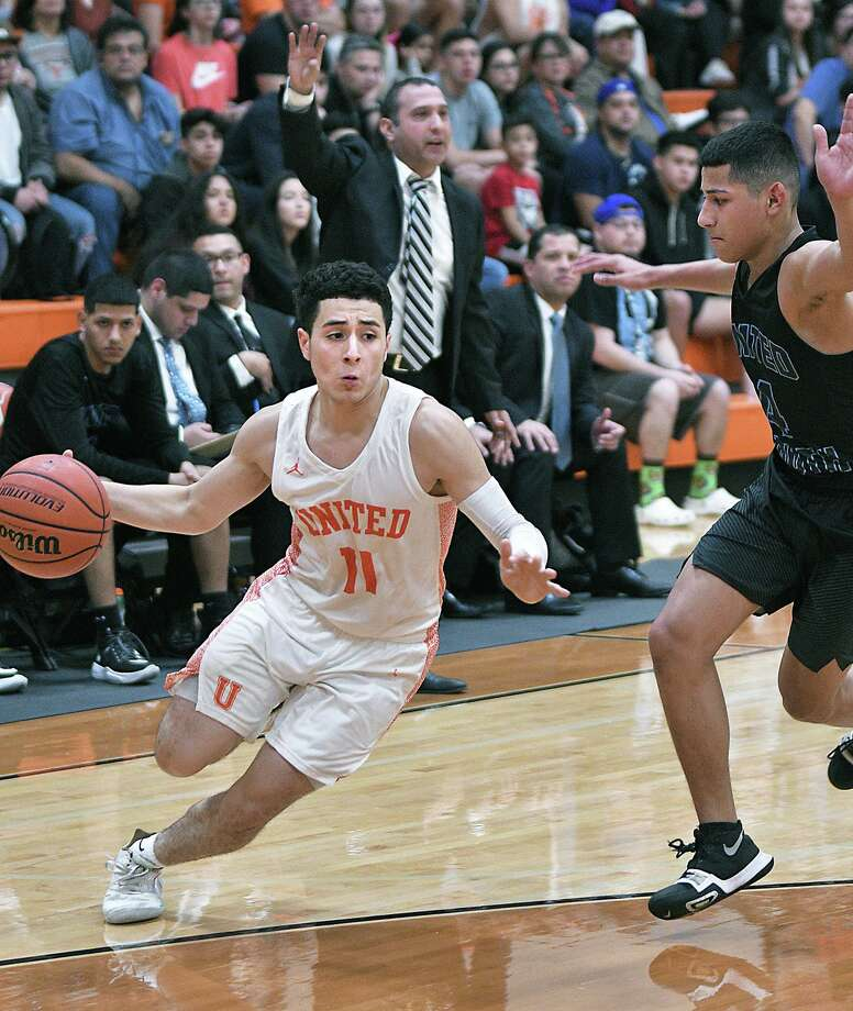 Alex Idrogo controls the ball for the United Longhorns as Jacob Treviño defends for the United South Panthers Tuesday, January 14, 2020 at the United High School Gym. Photo: Cuate Santos / Laredo Morning Times / Laredo Morning Times