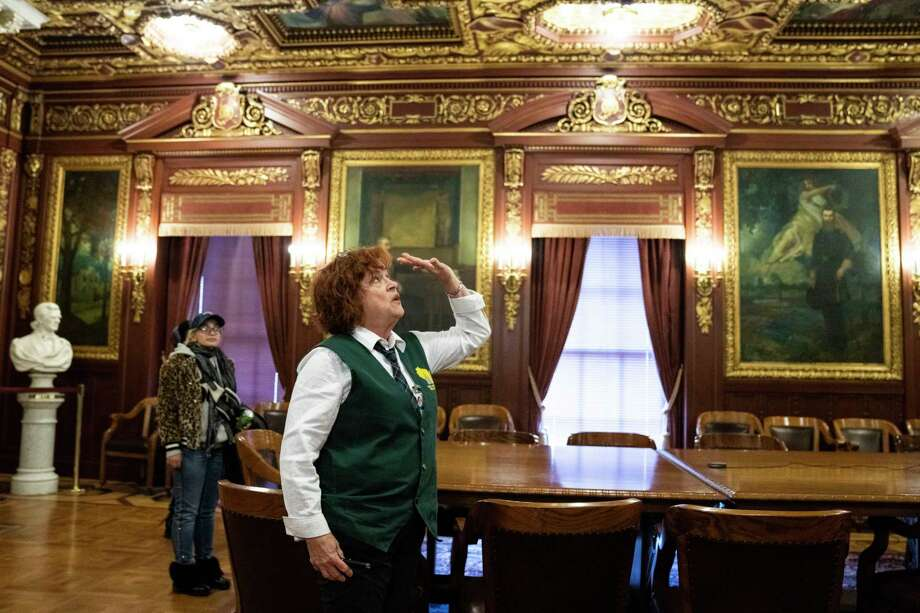 Barbara Frye gives a tour of the Wisconsin State Capitol in Madison. Photo: Photo For The Washington Post By Lauren Justice / Lauren Justice