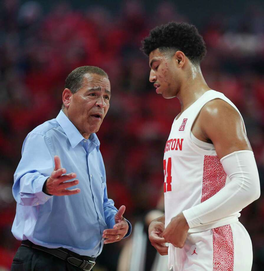 Coach Kelvin Sampson and the Houston men's basketball team will host UConn on Thursday. Photo: Godofredo A. Vásquez / Houston Chronicle / © 2020 Houston Chronicle