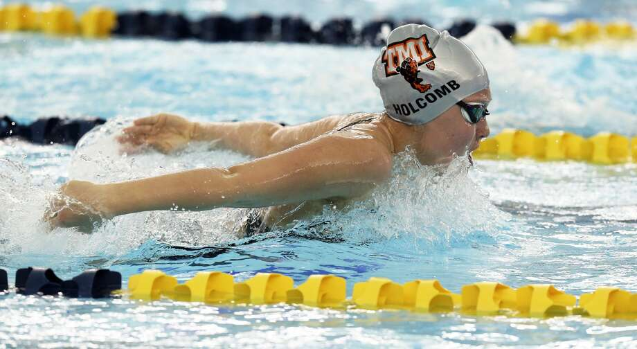 TMI's Meredith Holcomb competes in the 200-yard individual medley during the TAPPS Central regional meet at Walker Pool on Jan.22, 2020. Photo: Tom Reel / **MANDATORY CREDIT FOR PHOTOG AND  SAN ANTONIO EXPRESS-NEWS/NO SALES/MAGS OUT/TV