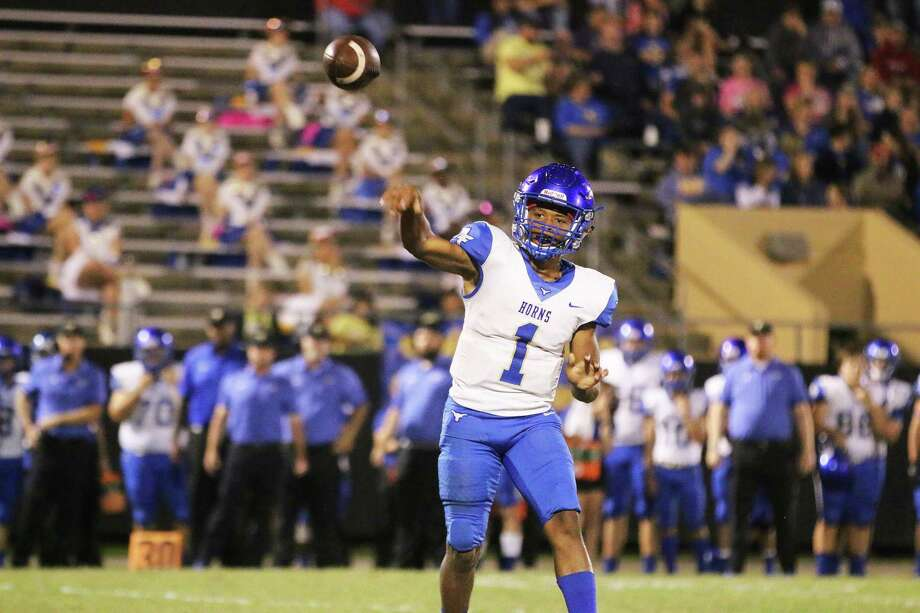 Hamshire-Fannett quarterback Marcus Morris lofts a pass to his wide receiver near the sideline for a long gain against the Liberty Panthers Friday night in their district win. Morris ran and passed to lead the Longhorns in the victory. Photo: David Taylor / Staff Photo