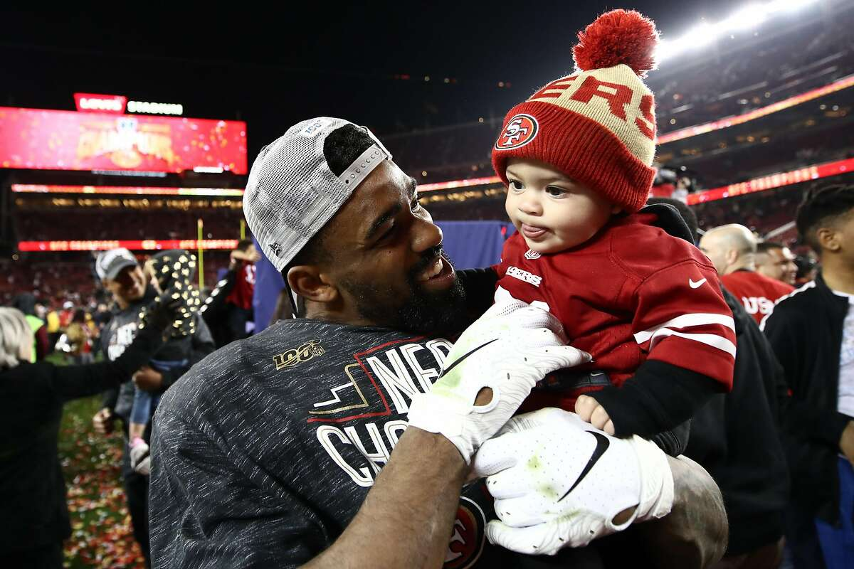 SANTA CLARA, CALIFORNIA - JANUARY 19: Raheem Mostert #31 of the San Francisco 49ers celebrates with his son, Gunnar, after winning the NFC Championship game against the Green Bay Packers at Levi's Stadium on January 19, 2020 in Santa Clara, California. The 49ers beat the Packers 37-20. (Photo by Ezra Shaw/Getty Images)