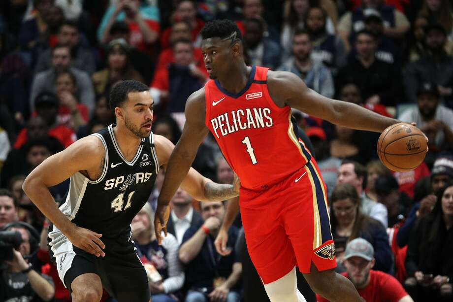 In his NBA debut, Pelicans forward Zion Williamson drives around the Spurs' Trey Lyles. Williamson scored 22 points. Photo: Chris Graythen / Getty Images