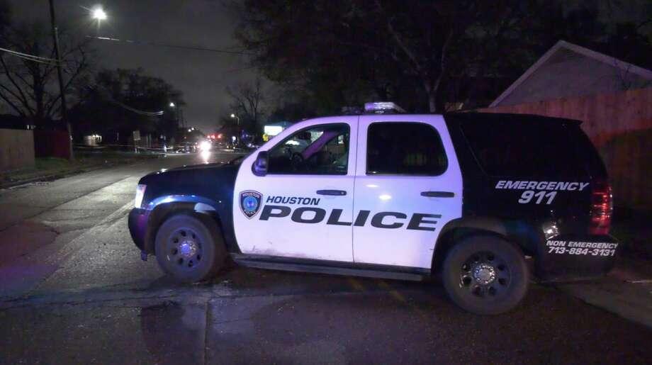 Houston police officers investigate the scene of an officer-involved shooting along Yellowstone Boulevard on Thursday, Jan. 23, 2020. Photo: OnScene.TV