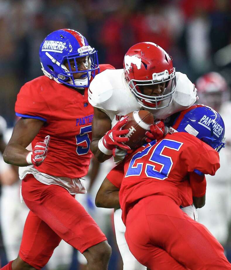 Duncanville's swarming and hard-hitting defense, shown here against Galena Park North Shore wide receiver Chance Pillar (8), is a trademark of new Clear Brook head coach John Towels III, the Panthers' defensive coordinator the past four years. Photo: Godofredo A. Vásquez, Houston Chronicle / Staff Photographer / 2018 Houston Chronicle