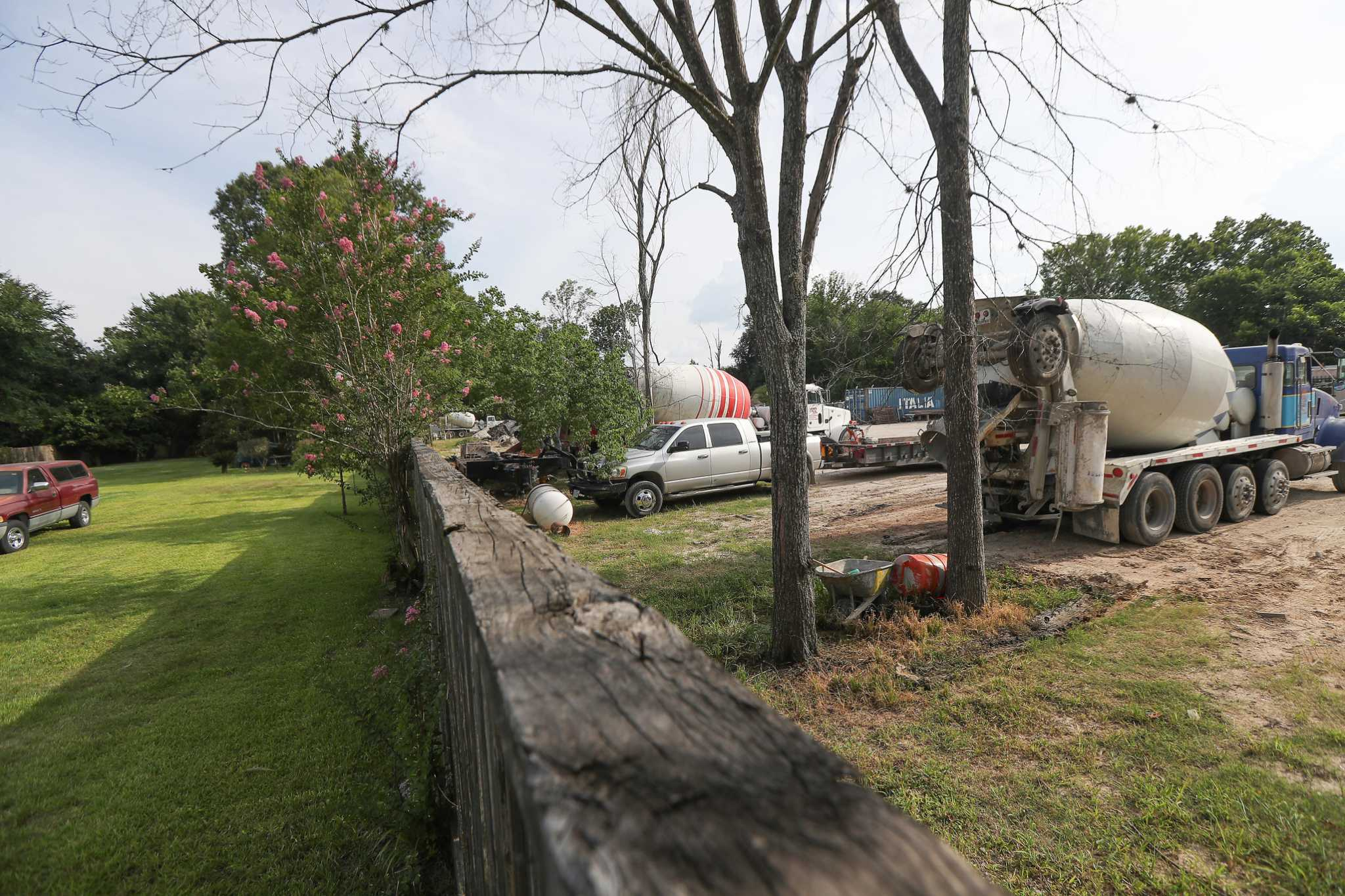 Concrete company, after scrapping Acres Home batch plant project, to move out of neighborhood