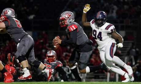 Defensive end Tunmise Adeleye (94) was an all-district selection for Tompkins last season and is being recruited by top schools that include LSU and Alabama.