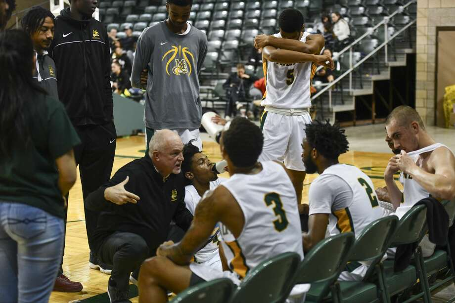 Midland College's head coach Pat Rafferty talks to the team during a time out Thursday, Jan. 23, 2020 at Chaparral Center. Jacy Lewis/Reporter-Telegram Photo: Jacy Lewis/Reporter-Telegram