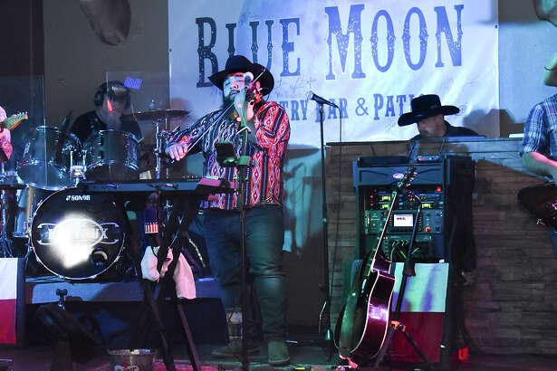 Laredoans enjoyed the Kin Faux Band's concert at Blue Moon.