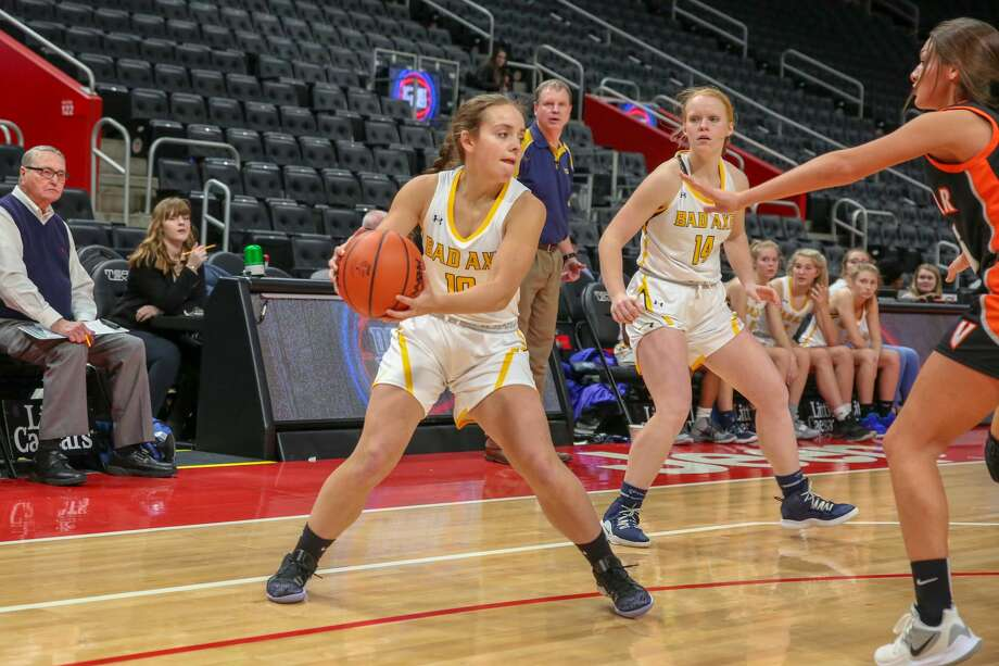 The Bad Axe girls basketball team competes against Vassar at Little Caesar's Arena Jan. 24. Photo: Eric Young/Huron Daily Tribune
