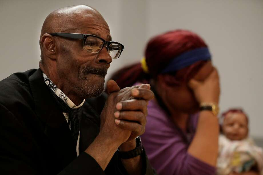 Lester Shelton talks about housing solutions with fellow residents of the Henry Robinson Center in Oakland. Photo: Carlos Avila Gonzalez / The Chronicle