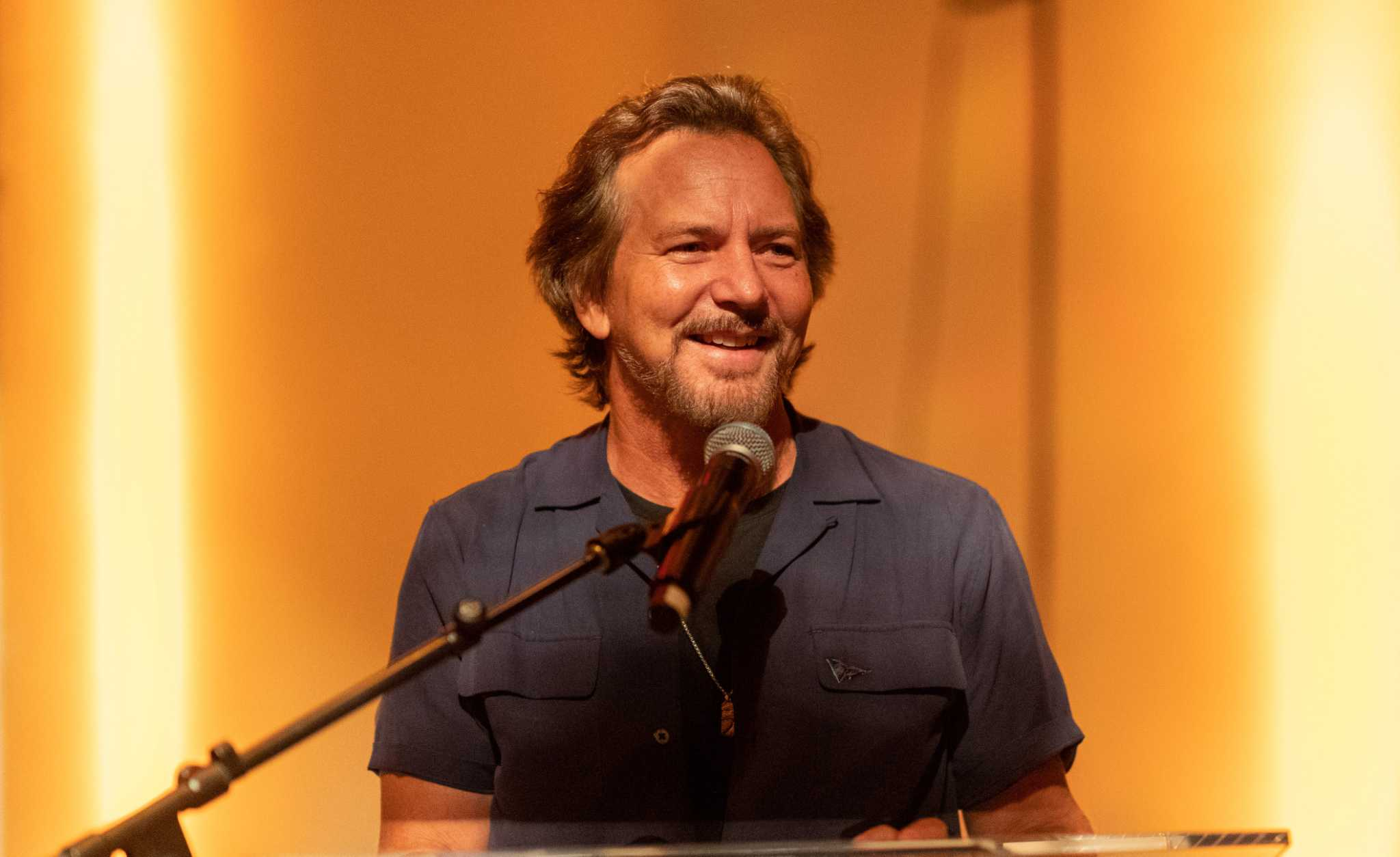 Eddie Vedder Unveils Pearl Jam S New Album Gigaton At