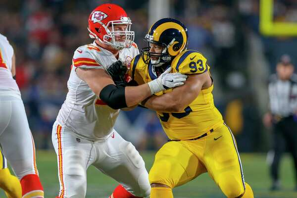 Kansas City Chiefs' Andrew Wylie blocks five-time Pro Bowler Ndamukong Suh of the Los Angeles Rams during a Nov. 19, 2018 game. (Getty Images)