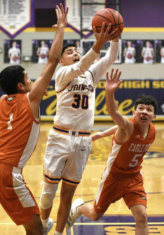 Ramon Anguiano scored 12 points in LBJ's 101-85 win over Eagle Pass on Friday. Photo: Danny Zaragoza /Laredo Morning Times / Laredo Morning Times
