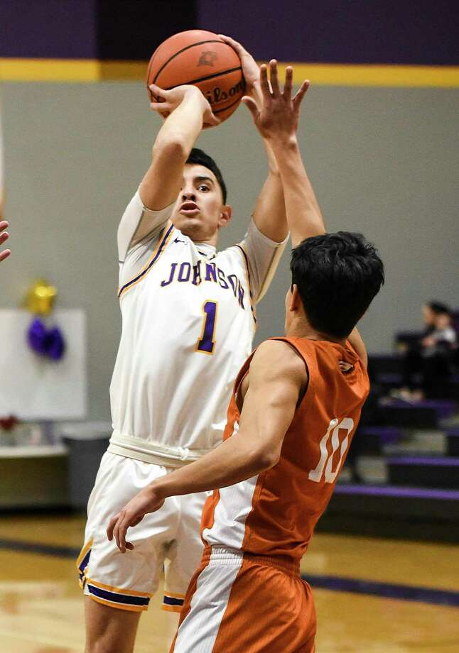 Josh Casares averaged 10.2 points per game for LBJ last year as a junior. Photo: Danny Zaragoza /Laredo Morning Times File / Laredo Morning Times