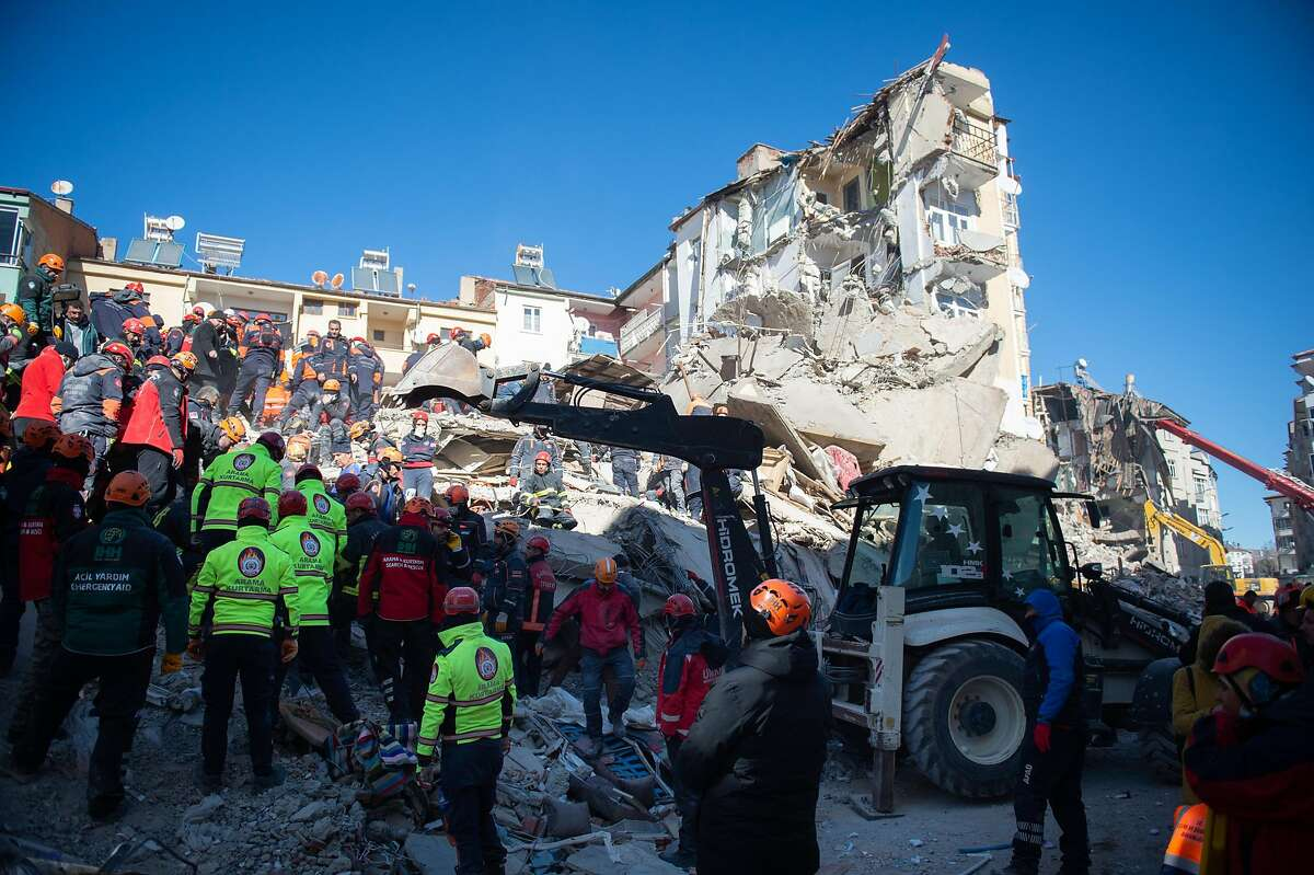 ELAZIG, TURKEY - JANUARY 25: Rescue workers work at the scene of a collapsed building on January 25, 2020 in Elazig, Turkey. The 6.8-magnitude earthquake injured more than 1000 people and left some 30 trapped in the wreckage of toppled buildings. Turkey sits on top of two major fault-lines and earthquakes are frequent in the country. (Photo by Burak Kara/Getty Images)