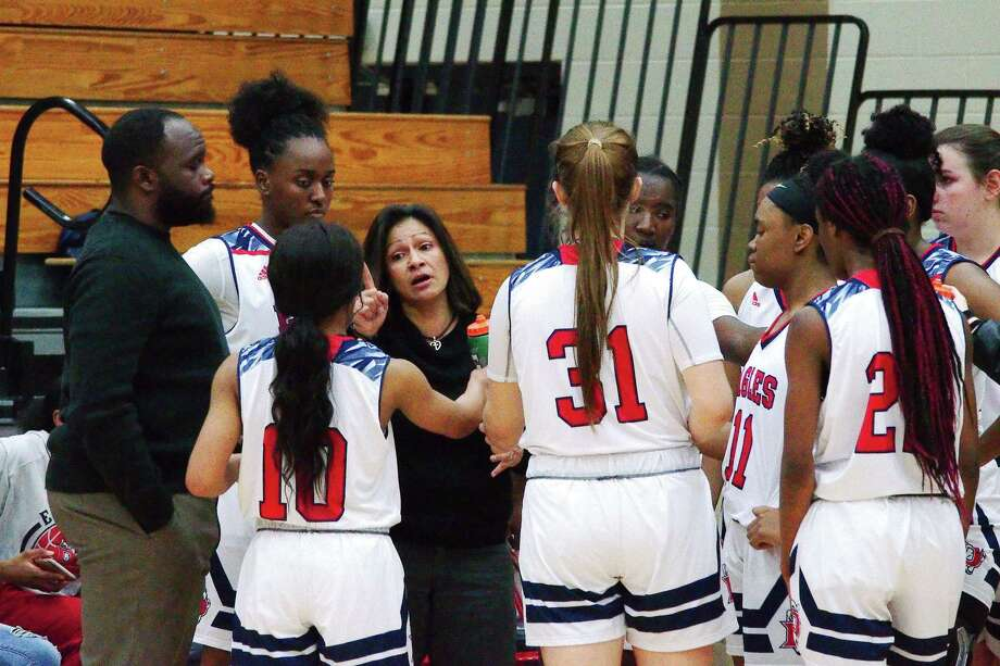 Dawson basketball coach Isabel Gomez speaks to her team during a timeout against Alief Elsik Friday at Dawson High School. Photo: Kirk Sides / Staff Photographer / © 2020 Kirk Sides / Houston Chronicle