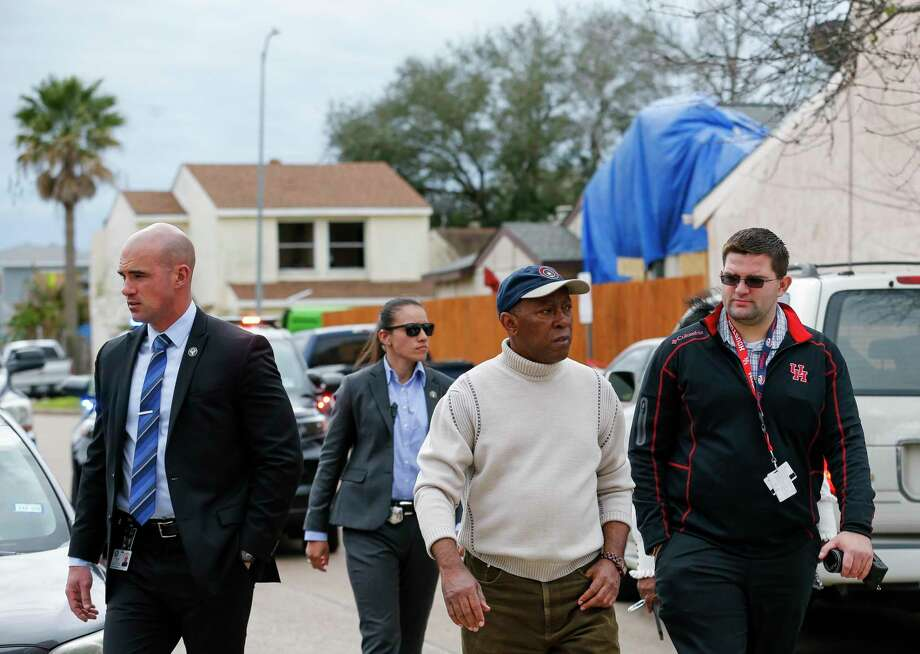 Mayor Sylvester Turner visits Stanford Court, where many homes were heavily damaged during the explosion at Watson Grinding and Manufacturing, on Saturday, Jan. 25, 2020, in Houston. Photo: Godofredo A. Vásquez,  Houston Chronicle / Staff Photographer / © 2020 Houston Chronicle