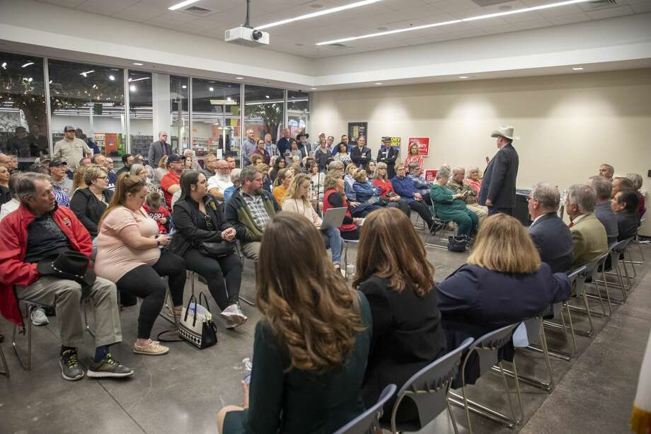 Tom Hane who is running for Midland County Sheriff addresses the crowd Saturday, Jan. 25, 2020 during a candidate forum at the Centennial Library. Jacy Lewis/Reporter-Telegram Photo: Jacy Lewis/Reporter-Telegram
