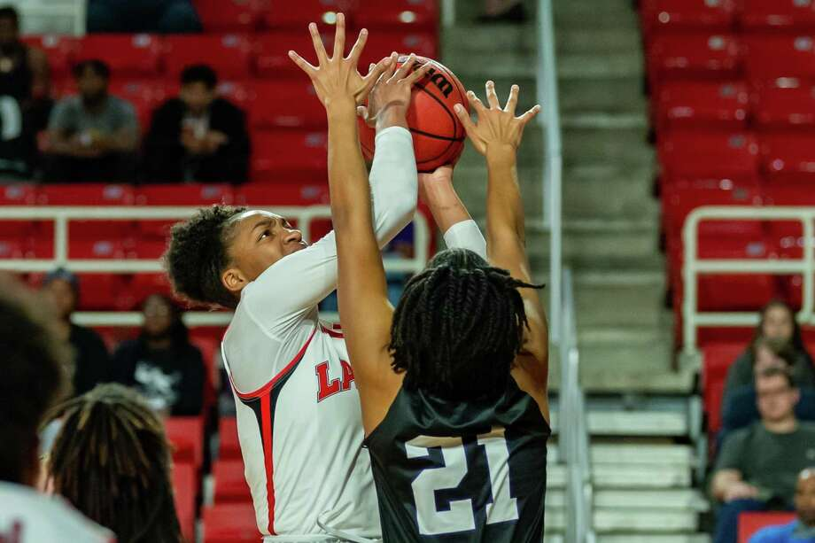 Briana Laidler (4) puts up a shot in the first half as the Lady Cardinals came up short in a close one with the Lady Jacks of Stephen F. Austin on January 25, 2020. Fran Ruchalski/The Enterprise Photo: Fran Ruchalski/The Enterprise / 2019 The Beaumont Enterprise