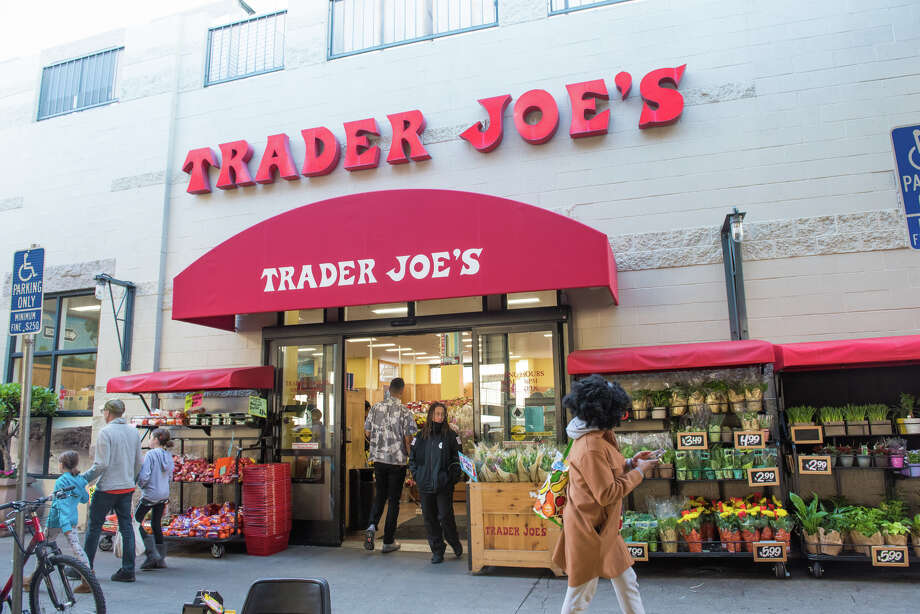 Trader Joe's is hiring cashiers as stores see an influx of shoppers. Photo: Blair Heagerty / SFGate