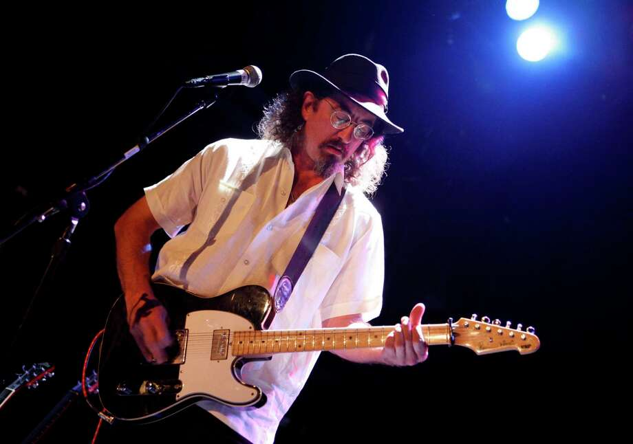 ** FILE ** In this May 1, 2008 file photo, James McMurtry performs at the Bowery Ballroom in New York. (AP Photo/Jason DeCrow, file) Photo: Jason DeCrow, STR / AP / AP