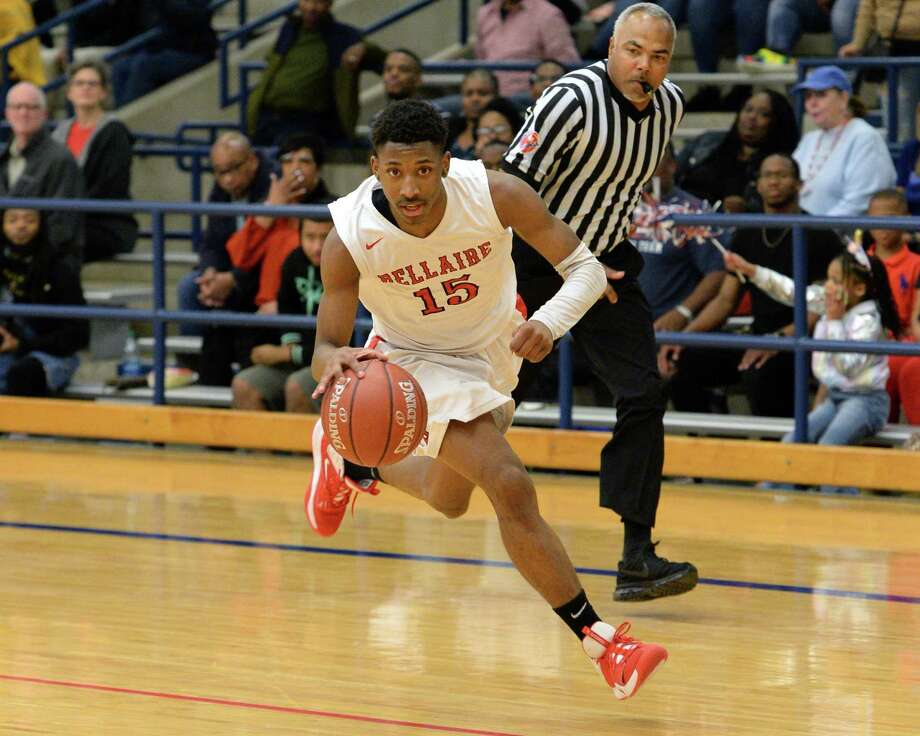 Tyrell Palmer (15) of Bellaire drives down-court during the third quarter of a 6A Region III District 18 boys basketball game between the Bellaire Cardinals and the Lamar Texans on Friday, January 24, 2020 at Butler Stadium, Houston, TX. Photo: Craig Moseley, Houston Chronicle / Staff Photographer / ©2020 Houston Chronicle