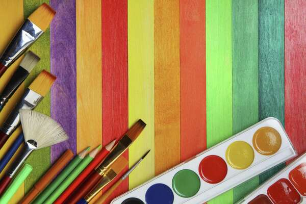 Art classes are offered at the Darien Arts Center.