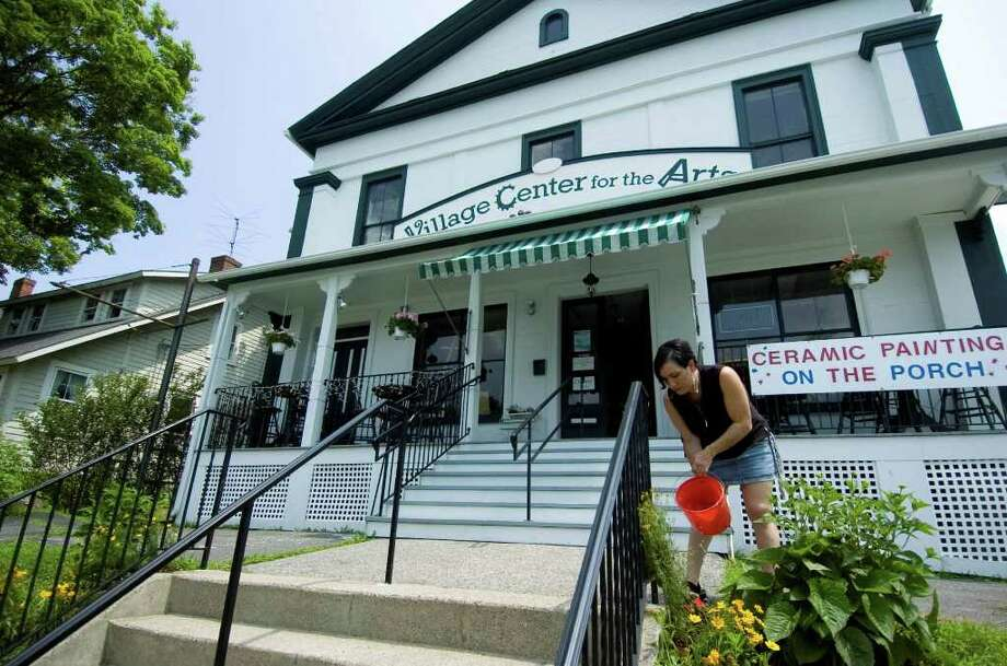 A new program would help businesses keep the Village Center of New Milford beautiful. Photo: Chris Ware / The News-Times