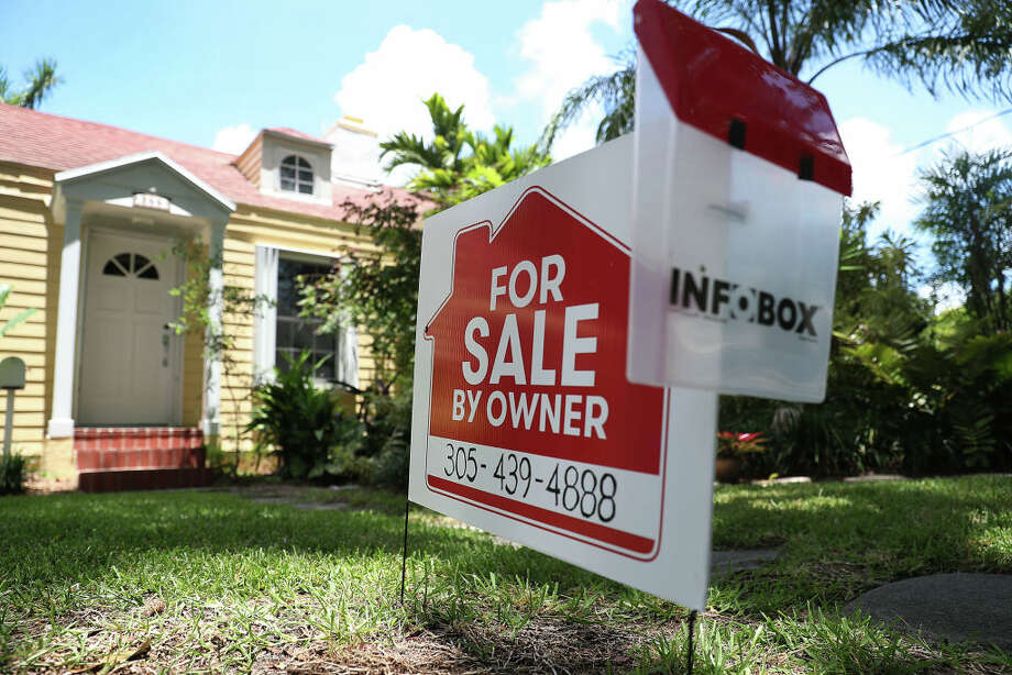 MIAMI, FLORIDA - MAY 30: A 'for sale' sign is seen in front of a home on May 30, 2019 in Miami, Florida. The National Association of Realtors announced that its pending home sales index fell 1.5% for the month of April.(Photo by Joe Raedle/Getty Images) Photo: Joe Raedle/Getty Images / 2019 Getty Images