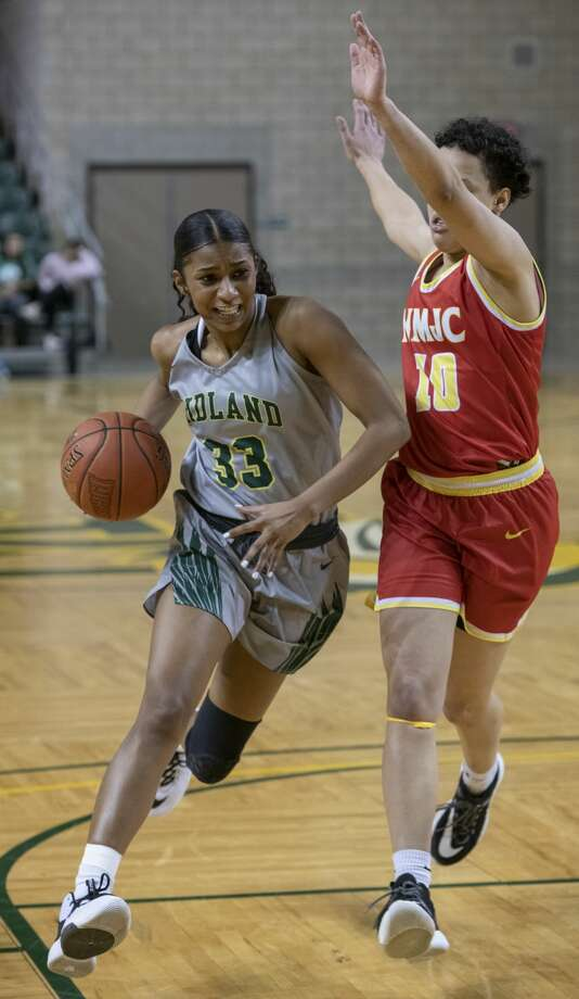 Midland College's Erica James tries to drive the lane as New Mexico Junior College's Ebony Horton defends 01/27/20 at the Chaparral Center. Tim Fischer/Reporter-Telegram Photo: Tim Fischer/Midland Reporter-Telegram