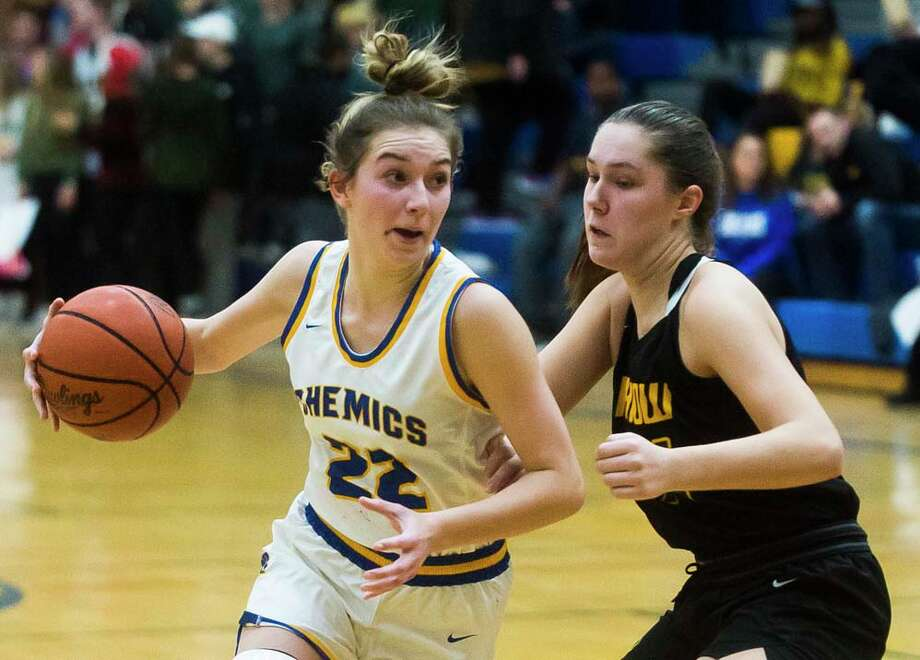 Midland High's Anna Tuck tries to get past Dow High's Abby Rey during a Dec. 19, 2019 game at MHS. Photo: Katykildee/kildee@mdn.net