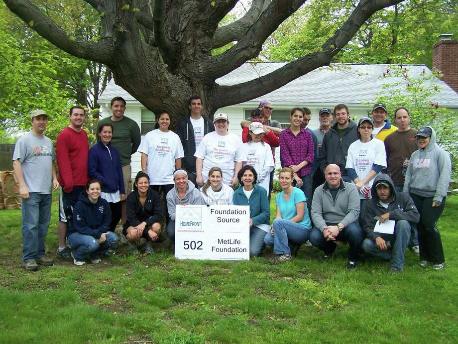 Foundation Source and MetLife Foundation employees volunteering for HomeFront in 2012. (Photo via HomeFront)