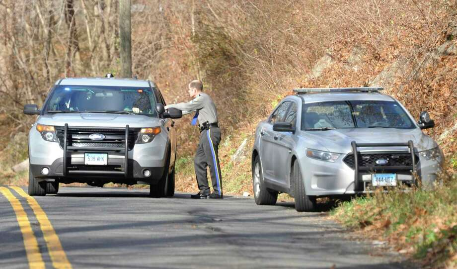 Connecticut State Police at the scene of a 2016 crash in Danbury. Photo: H John Voorhees III / Hearst Connecticut Media / The News-Times