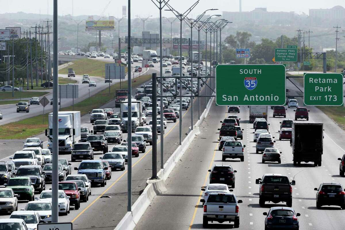 The Texas Department of Transportation and Via Metropolitan Transit announced Monday that the region's second high-occupancy vehicle lane has opened for drivers on the North Side.